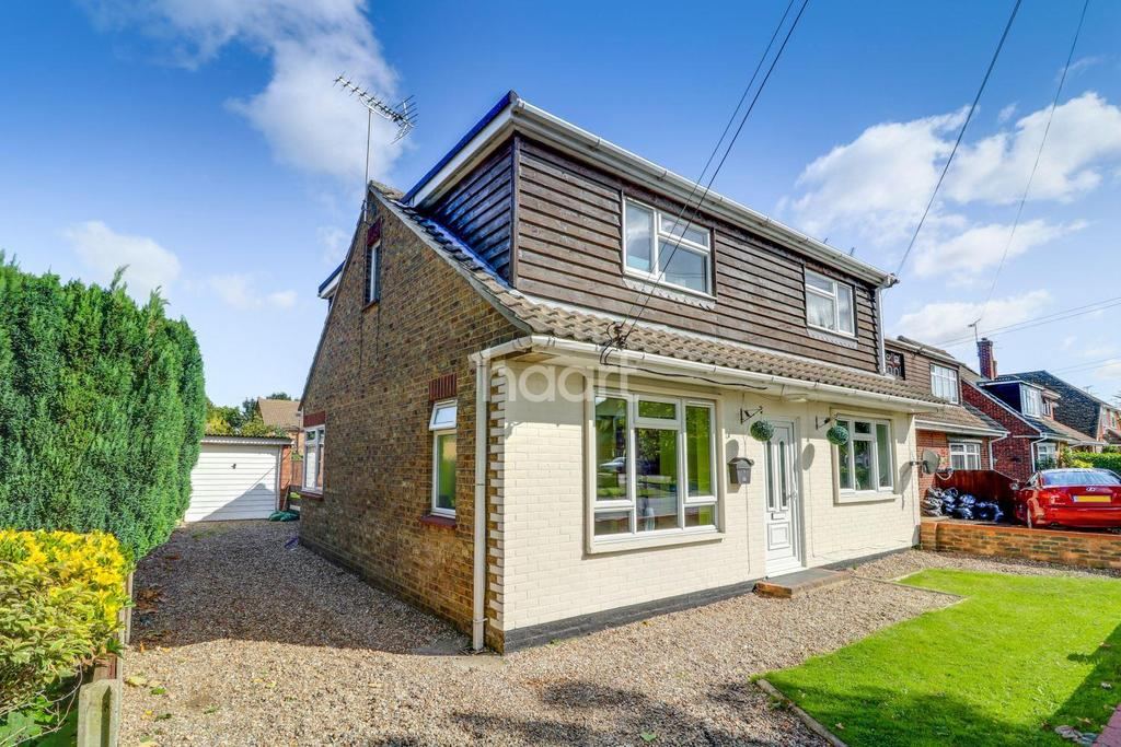 4 Bedrooms Detached House for sale in Bradley Avenue, Thundersley