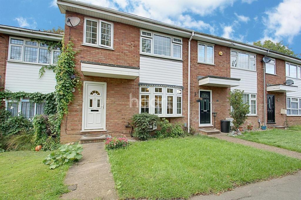 3 Bedrooms Semi Detached House for sale in Fir Tree Close, Romford