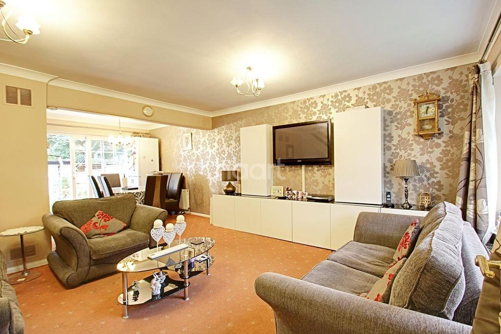 3 Bedrooms Semi Detached House for sale in Fir Tree Close, Marshalls Park
