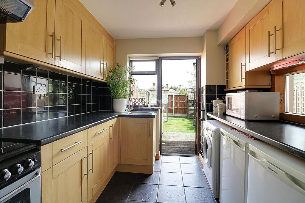 3 Bedrooms Terraced House for sale in Charlotte Gardens, Collier Row, Romford, RM5 2PS
