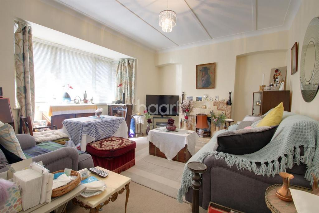 2 Bedrooms Maisonette Flat for sale in London Road, Westcliff on Sea