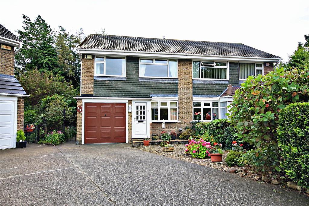 3 Bedrooms Semi Detached House for sale in Bevan Grove, Gilesgate, Durham