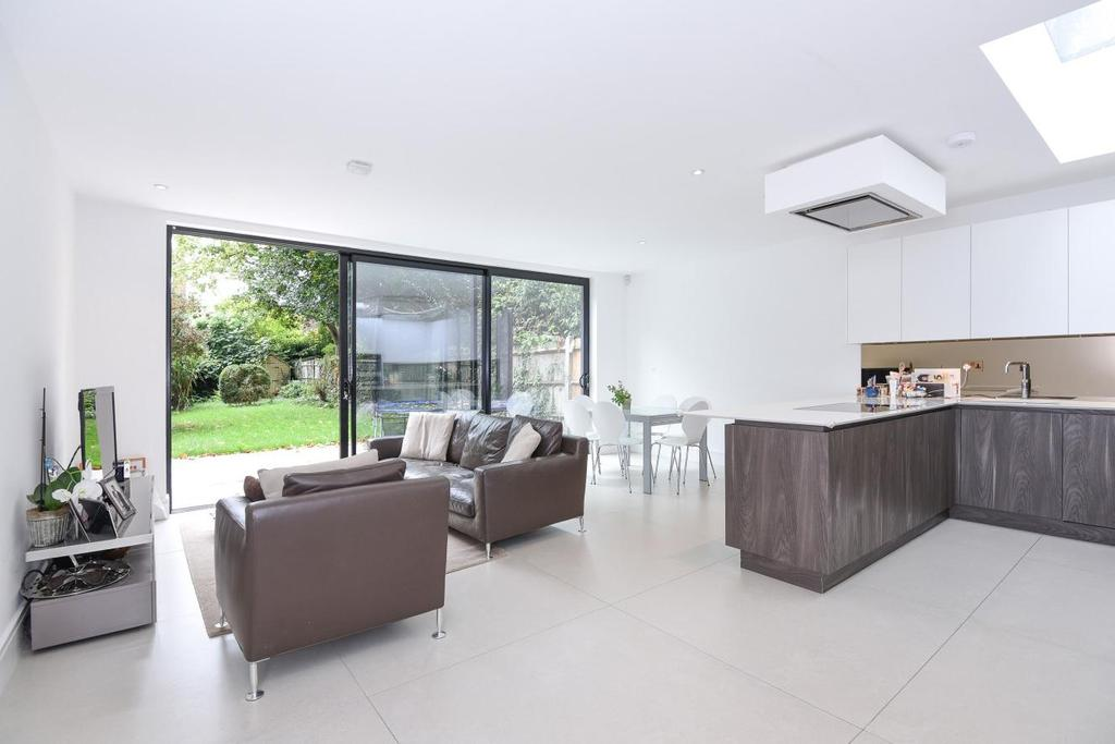 3 Bedrooms Flat for sale in Canfield Gardens, South Hampstead