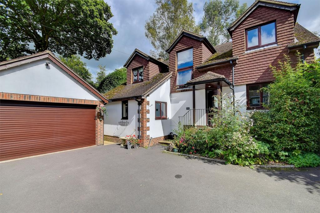 4 Bedrooms Detached House for sale in Beech Hill Road, Arford, Hampshire