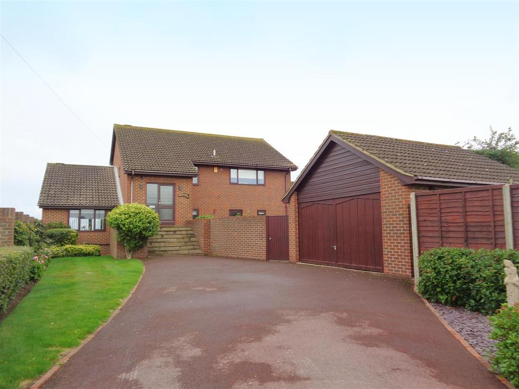 4 Bedrooms Detached House for sale in Ledra Drive, Pagham
