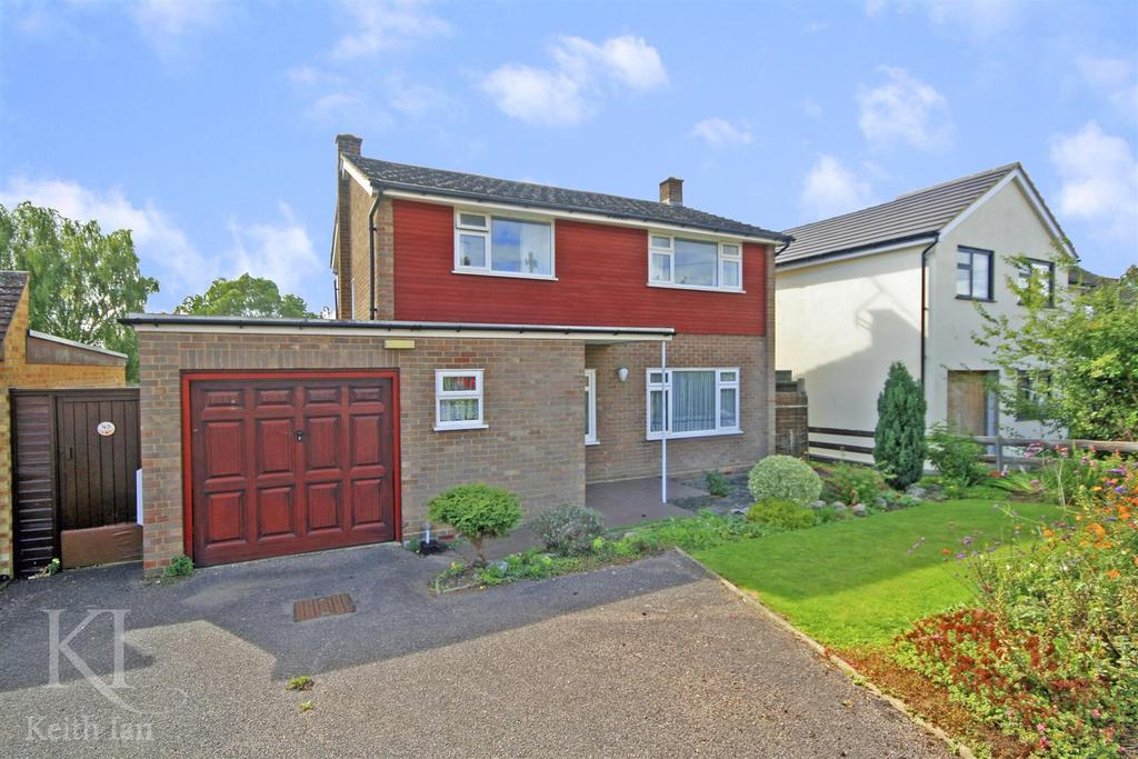 4 Bedrooms Detached House for sale in Barley Ponds Road, Ware