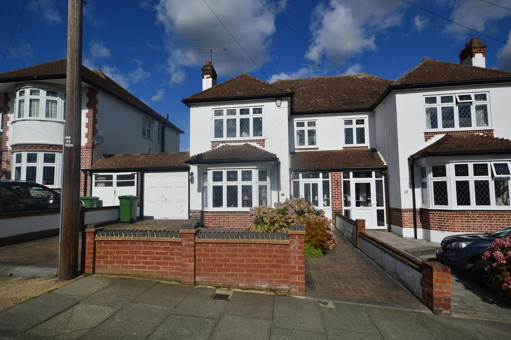 3 Bedrooms Semi Detached House for sale in Parkland Avenue, Romford, RM1
