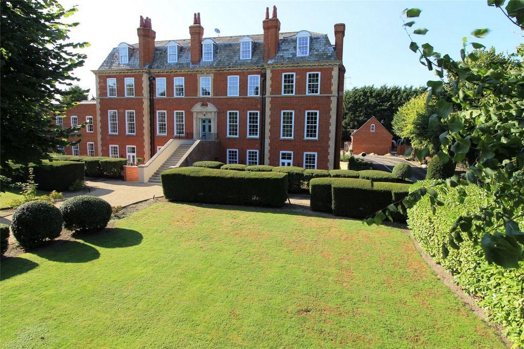 3 Bedrooms Flat for sale in Hadrian Way, Baldock, Hertfordshire