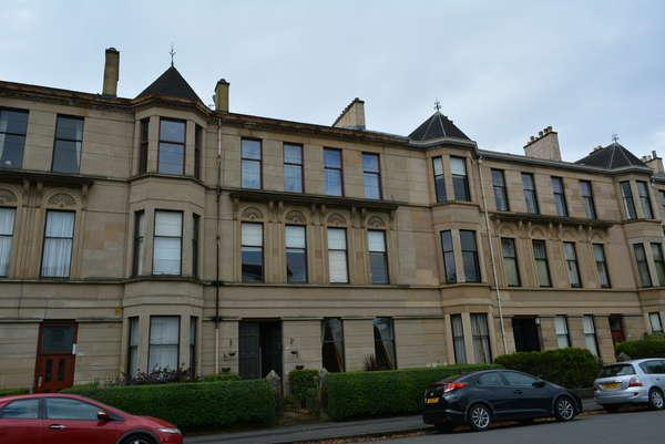 3 Bedrooms Flat for sale in 2/1, 25 Broomhill Terrace, Broomhill, Glasgow, G11 7AH