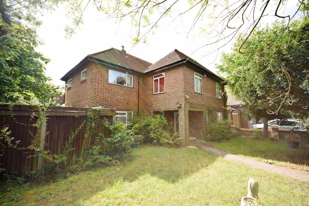 5 Bedrooms Detached House for sale in Claremont Road Bromley BR1