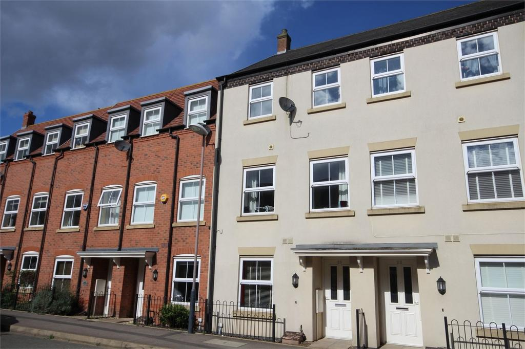 4 Bedrooms Town House for sale in Copper Beech Road, Nuneaton, Warwickshire
