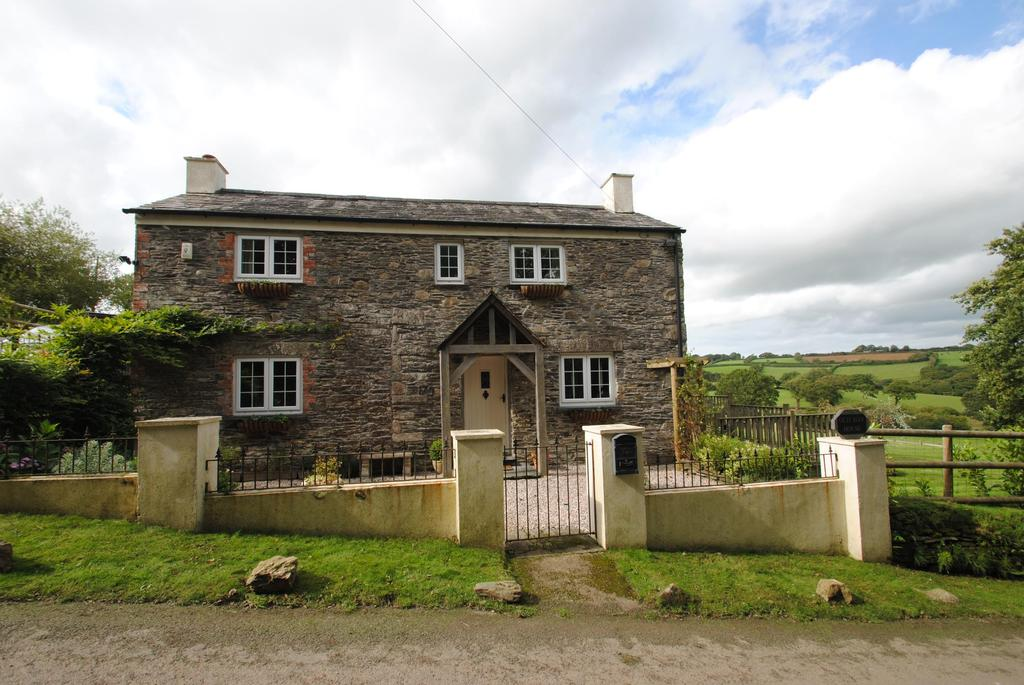 4 Bedrooms Detached House for sale in Altarnun, Launceston