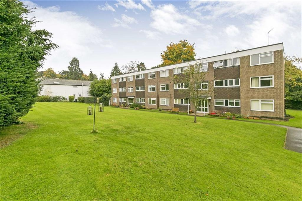 2 Bedrooms Flat for sale in Briavels Court, Epsom, Surrey