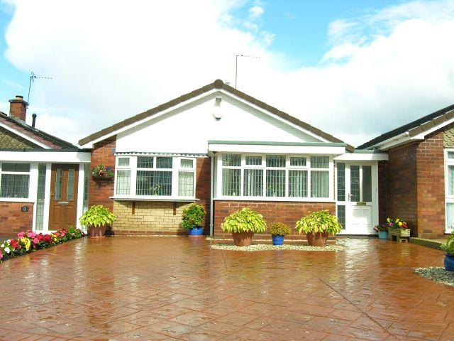 2 Bedrooms Detached Bungalow for sale in Kingshayes Road,Aldridge,Walsall