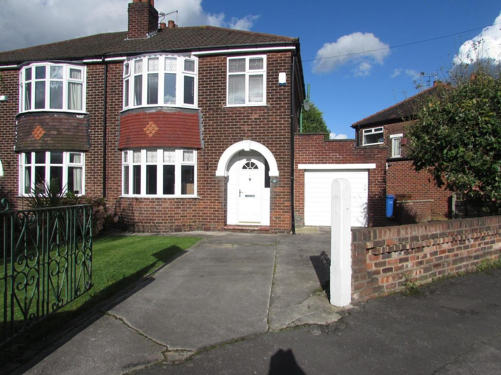 3 Bedrooms Semi Detached House for sale in Green Walk, Gatley, Cheadle, SK8