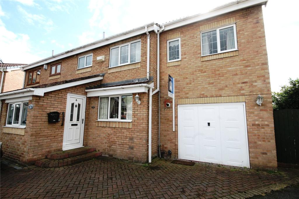 3 Bedrooms Semi Detached House for sale in Bude Court, Monk Bretton, Barnsley, S71