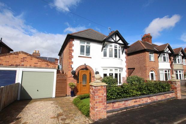 3 Bedrooms Detached House for sale in College Avenue, Melton Mowbray, LE13