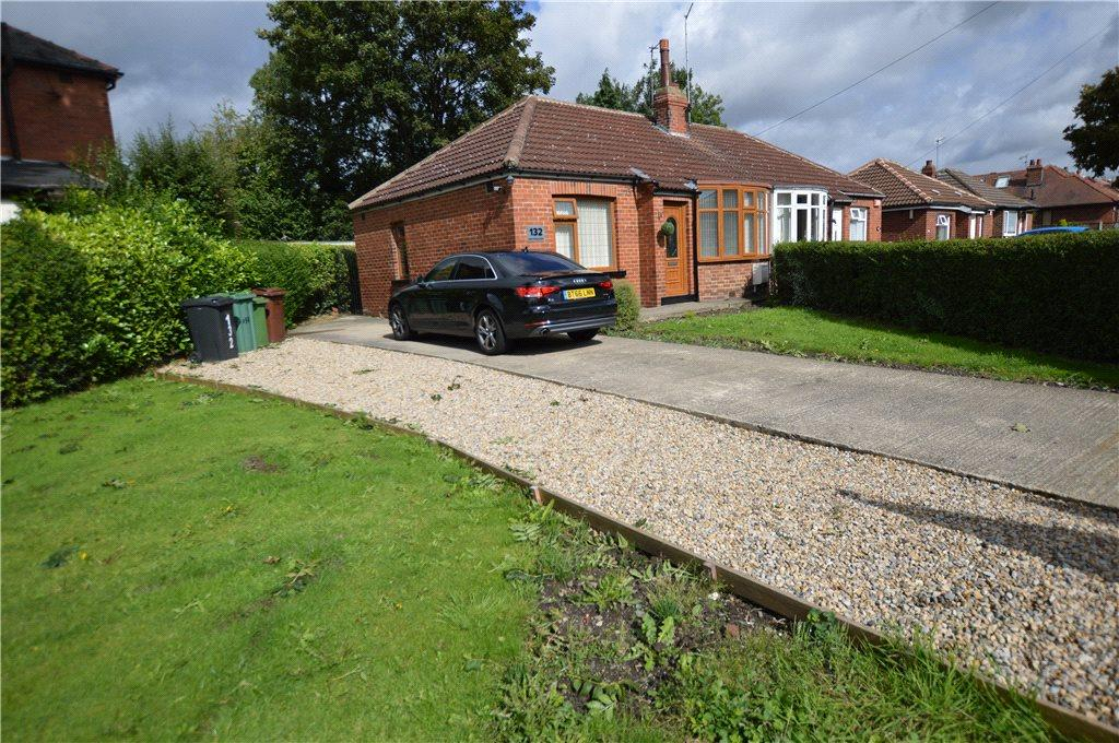 2 Bedrooms Semi Detached Bungalow for sale in New Templegate, Leeds, West Yorkshire