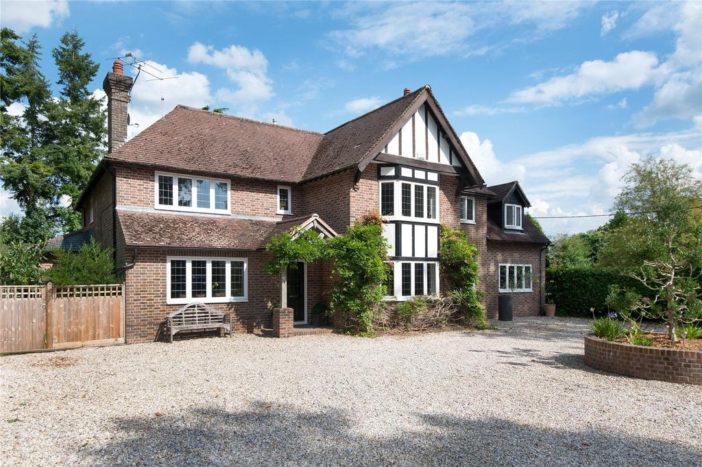 5 Bedrooms Detached House for sale in The Drive, Maresfield Park, Maresfield, East Sussex