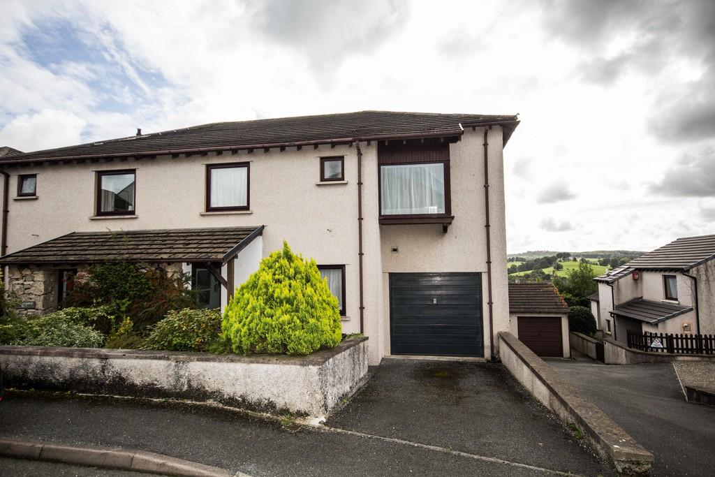 3 Bedrooms Semi Detached House for sale in 6 St Anthonys Close