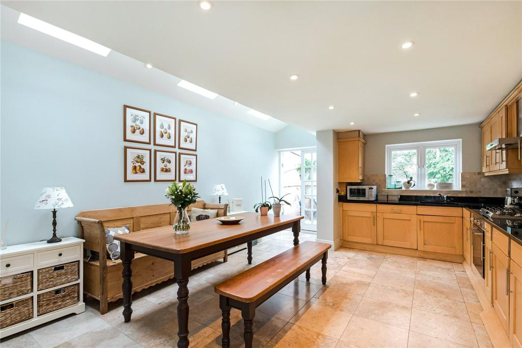 4 Bedrooms Terraced House for sale in Shuttleworth Road, London, SW11