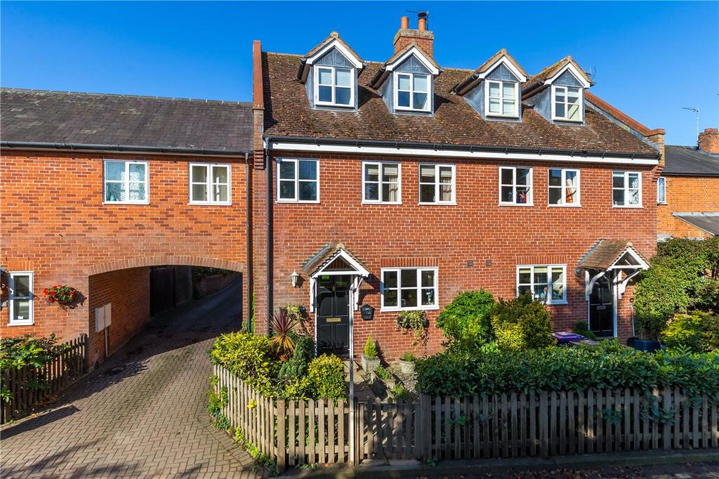 4 Bedrooms Semi Detached House for sale in St. Albans Road, Codicote, Hitchin, Hertfordshire