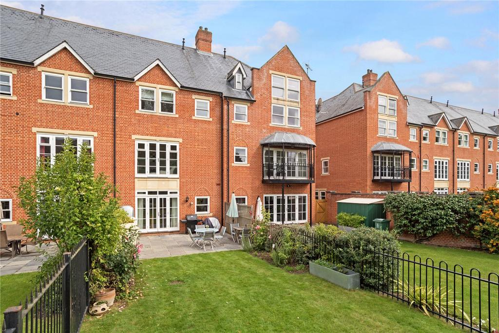 4 Bedrooms Terraced House for sale in The Cloisters, Bridgeman Drive, Windsor, Berkshire, SL4