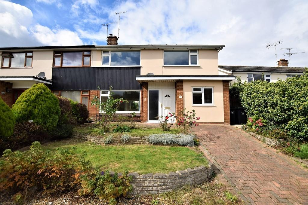 3 Bedrooms Semi Detached House for sale in Chelmer Drive, Dunmow