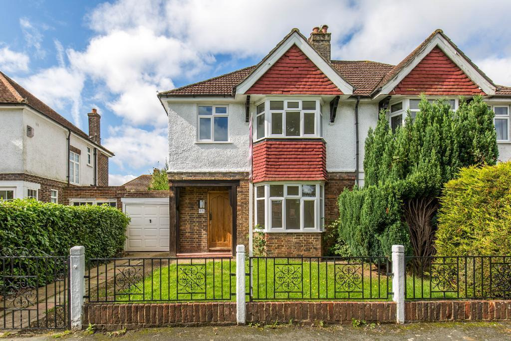 3 Bedrooms Semi Detached House for sale in Limpsfield Road, SANDERSTEAD, South Croydon, Surrey, CR2 9DA