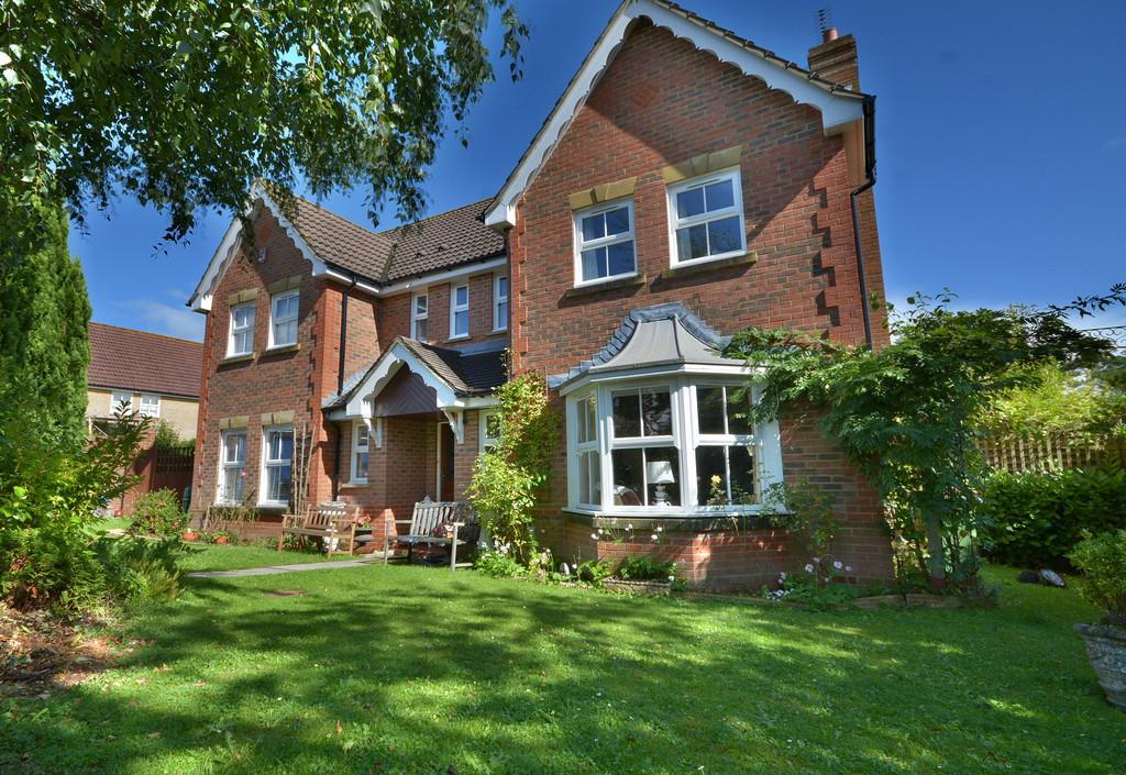 4 Bedrooms Detached House for sale in Pulborough