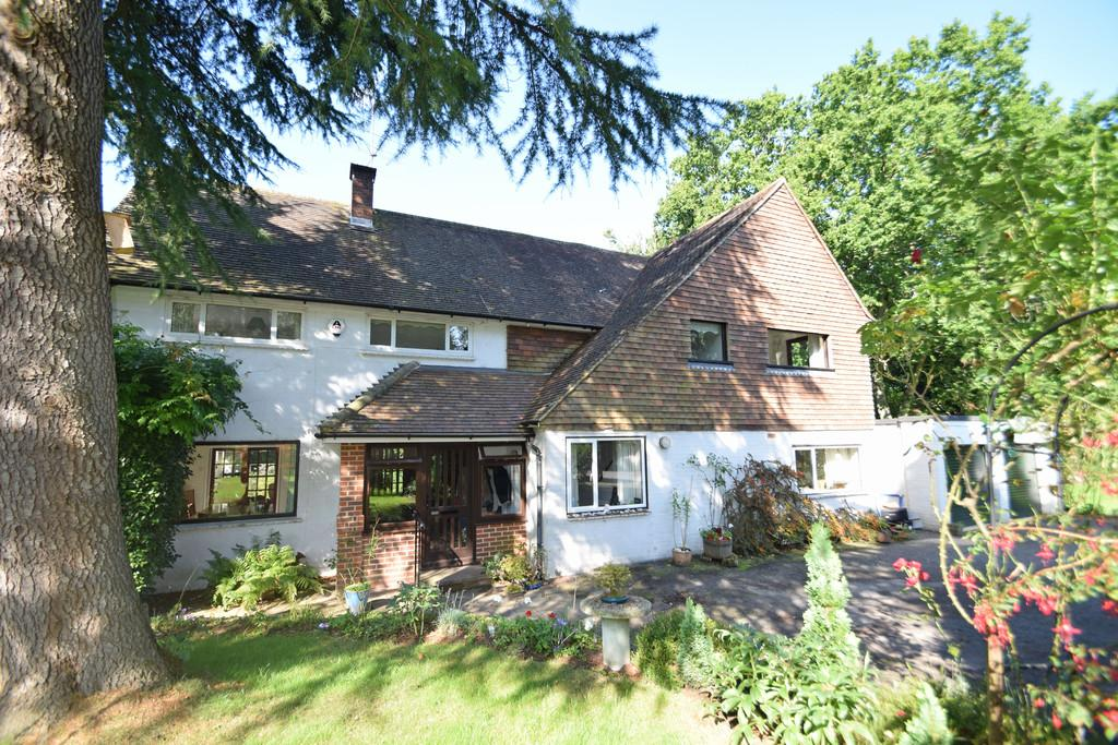 5 Bedrooms Detached House for sale in Priorswood, Compton, Guildford GU3 1DR