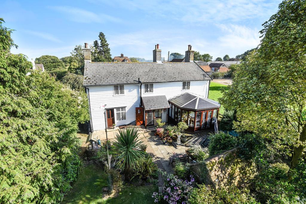 4 Bedrooms Detached House for sale in Warren Street, Lenham