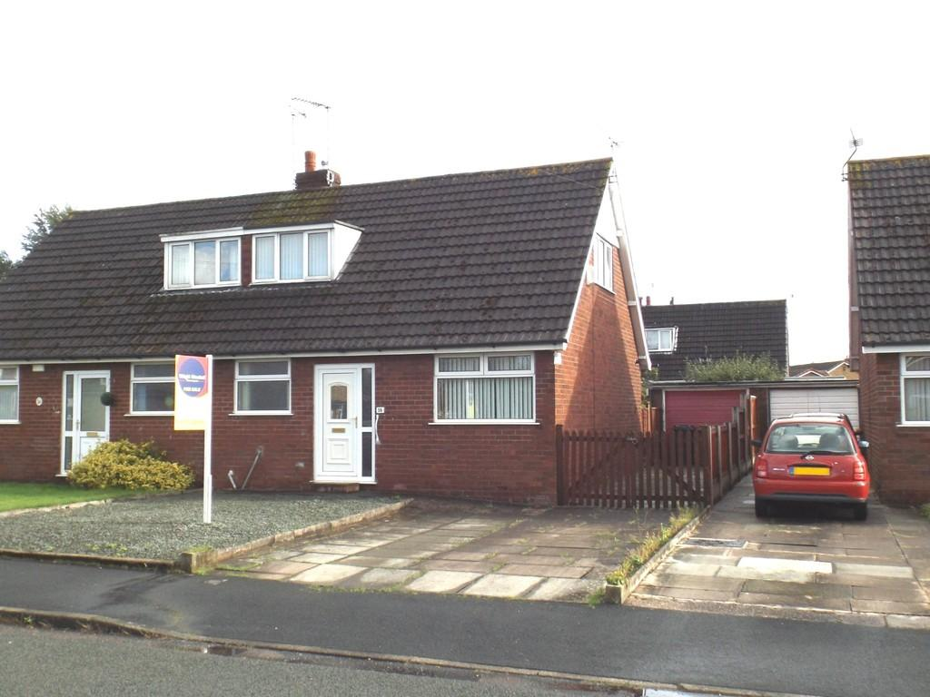 3 Bedrooms Semi Detached Bungalow for sale in Byron Way, Wistaston