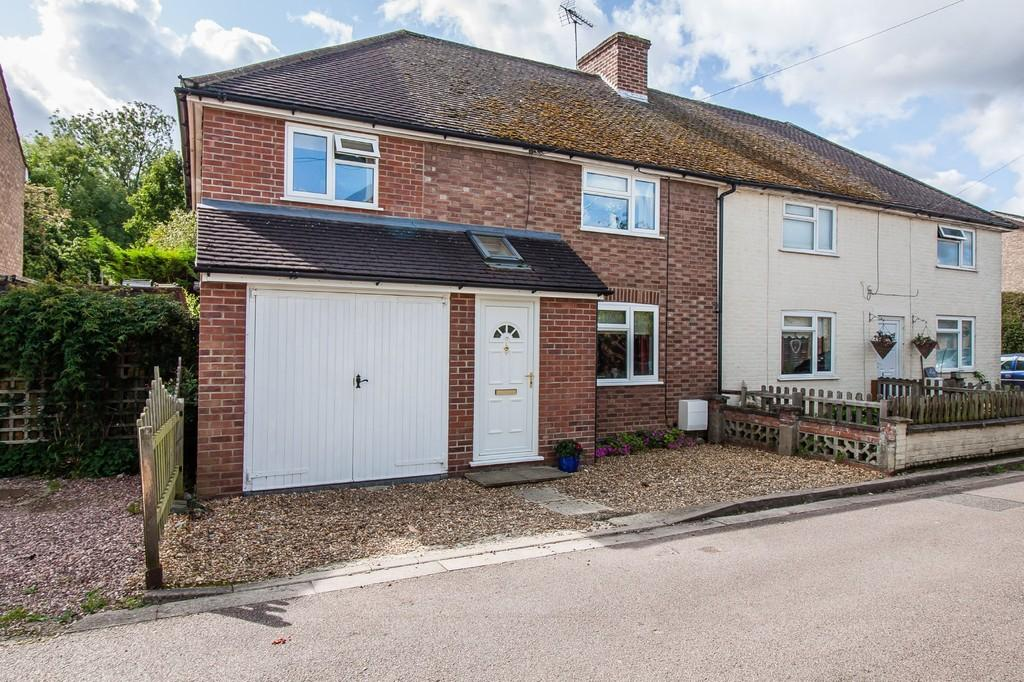 4 Bedrooms Semi Detached House for sale in Manor Close, Harston, Cambridge