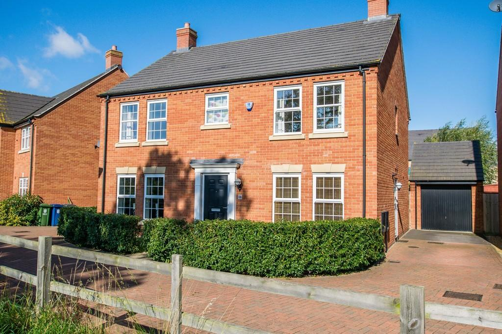 4 Bedrooms Detached House for sale in Swallow Close, Longstanton