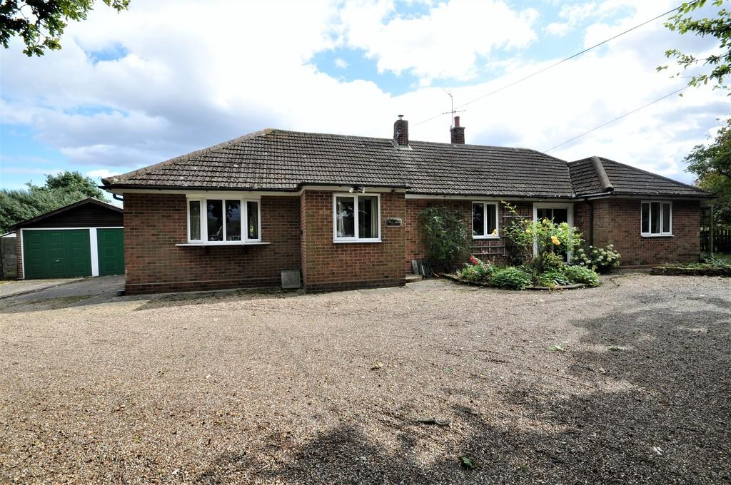 3 Bedrooms Detached Bungalow for sale in Seven Star Green, Eight Ash Green, CO6 3QB