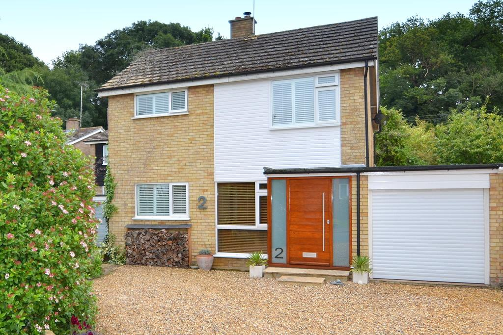 3 Bedrooms Detached House for sale in Wendy Close, Chelmondiston, Ipswich, IP9 1JB