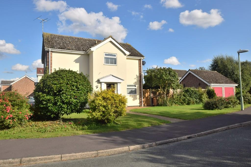 4 Bedrooms Detached House for sale in Tenter Field, Stratford St. Mary, CO7 6YE