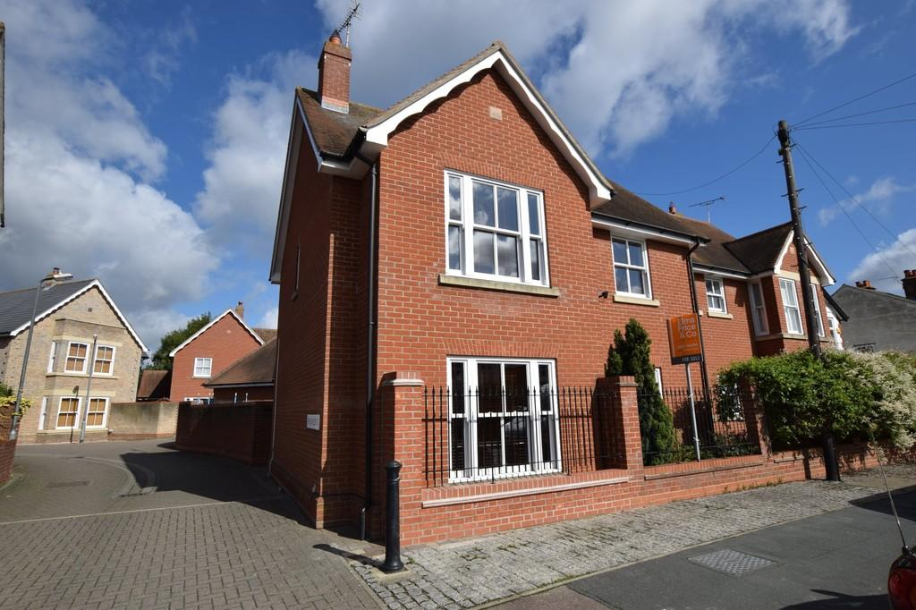 3 Bedrooms Semi Detached House for sale in The Rayleighs, Drury Road, Colchester CO2 7BE