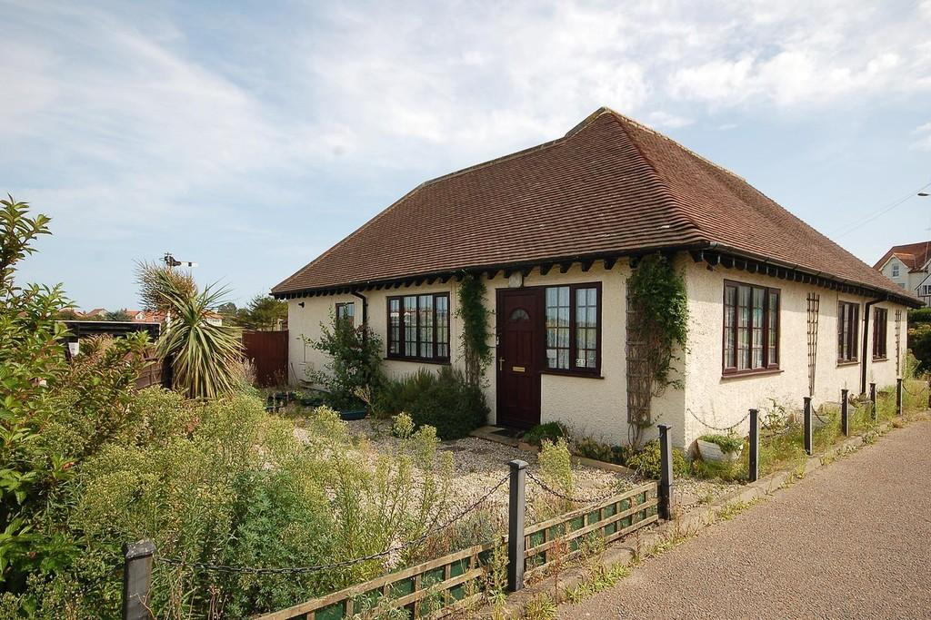 5 Bedrooms Detached Bungalow for sale in Sweet Briar Lane, Sheringham
