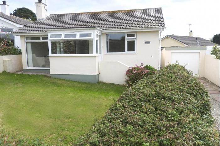 3 Bedrooms Bungalow for sale in Winsor, 4, Tolponds Road, PORTHLEVEN, TR13