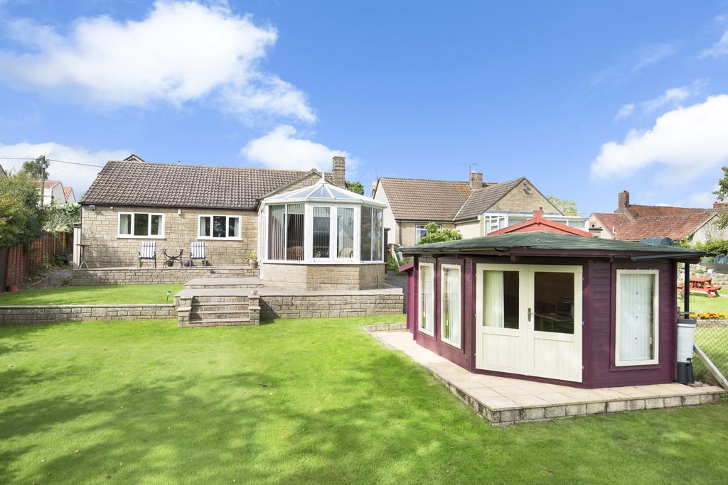 2 Bedrooms Detached Bungalow for sale in High Street, Chapmanslade