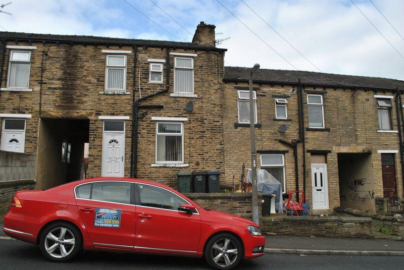 2 Bedrooms Terraced House for sale in Princeville Street, Lidget Green, BD7 2AW