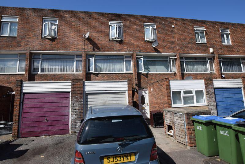 3 Bedrooms Terraced House for sale in Booth Close, Thamesmead, SE28 8BW
