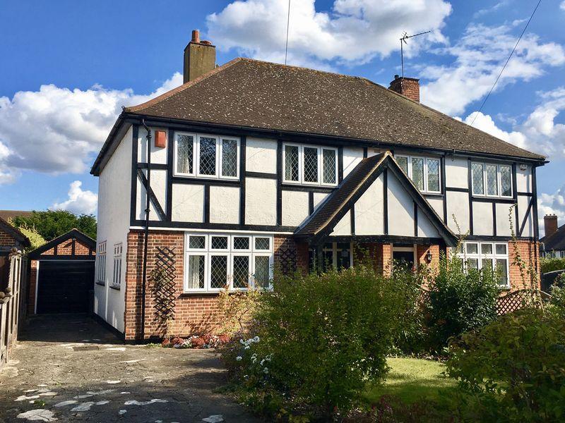 3 Bedrooms Semi Detached House for sale in Woodside Lane, Bexley