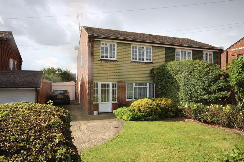 3 Bedrooms Semi Detached House for sale in Rashleigh Way, Horton Kirby, Dartford