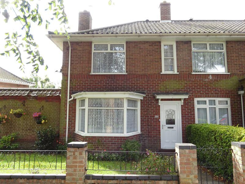 4 Bedrooms Terraced House for sale in Half Mile Road, Norwich