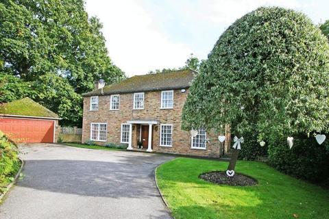 6 bedroom detached house to rent - Romsey Drive, Farnham Common