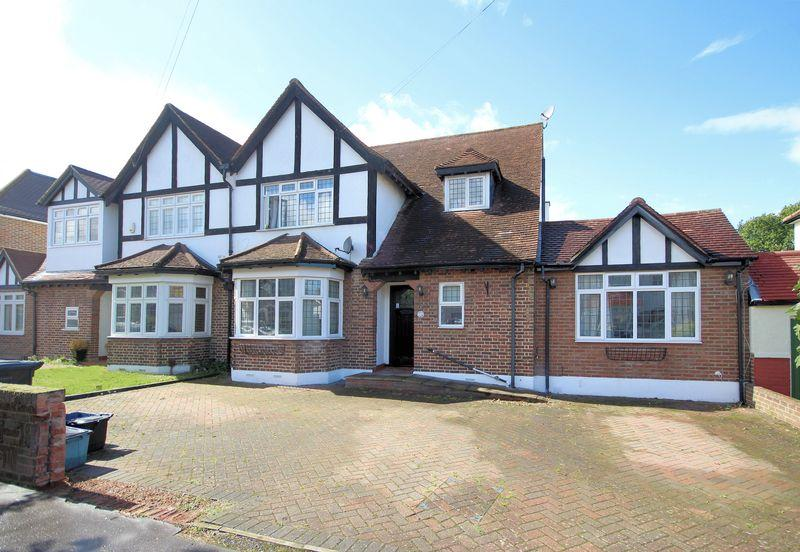 4 Bedrooms Semi Detached House for sale in Wickham Avenue, Shirley