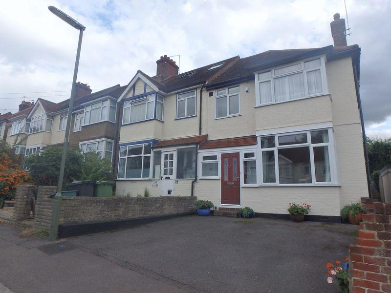 3 Bedrooms End Of Terrace House for sale in Beech Road, Epsom